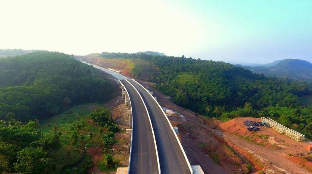 Ini Alasan Banyaknya Proyek Tol Jokowi yang Molor