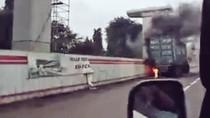 Truk Terbakar di Tol Bekasi Timur, Lalin Macet
