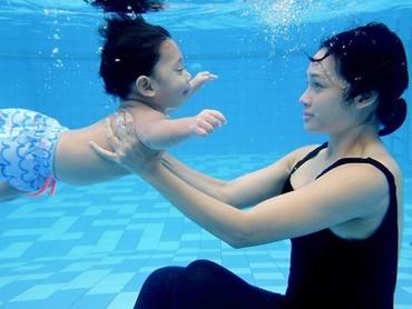 Kawa juga sudah akbrab dengan olahraga air nih. (Foto: Instagram @andienaisyah)