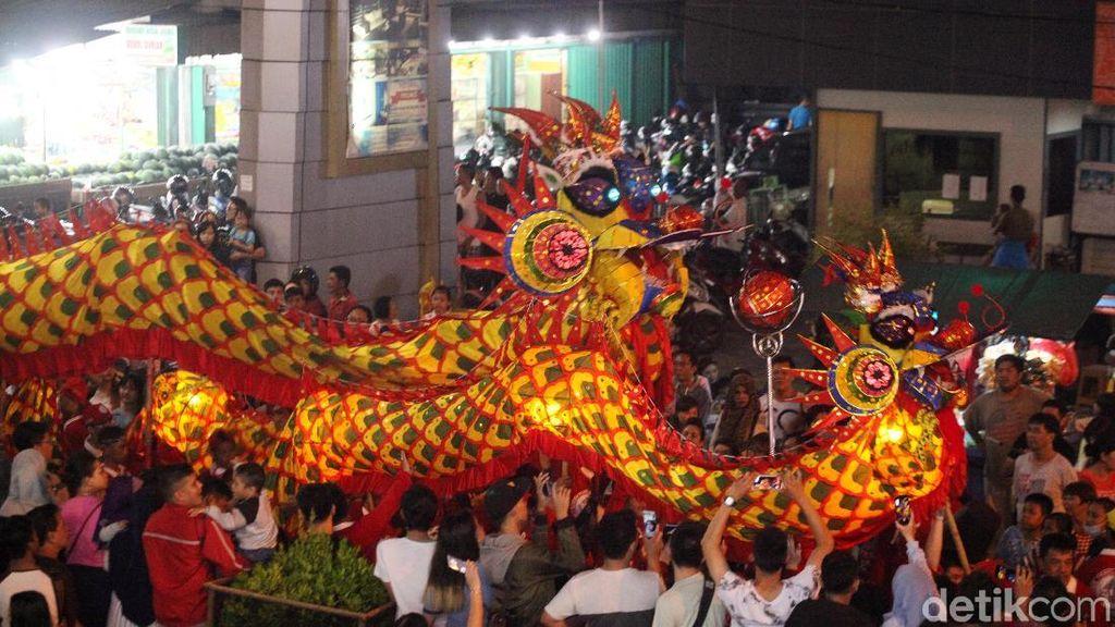 Parade Naga Bersinar dan Naga Langit di Pontianak