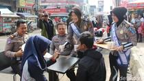 Sejumlah Pelanggar Lalin di Garut Diajak Ngopi Bareng Polisi