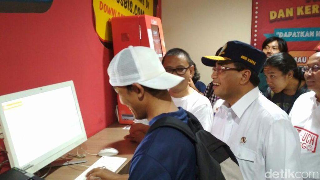 Budi Karya Jajal Beli Tiket Online di Terminal Bus Terbesar se-ASEAN