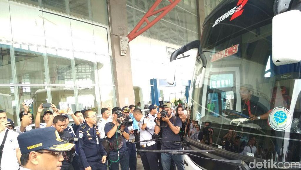 Gaya Menhub Tinjau Terminal Bus Terbesar se-ASEAN