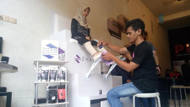 Pemuda Makassar Ini Sulap Kopi Jadi Parfum dan Pembersih Sepatu