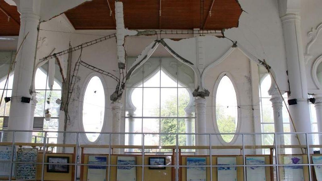 Tanda Kebesaran Allah di Masjid Rahmatullah Aceh