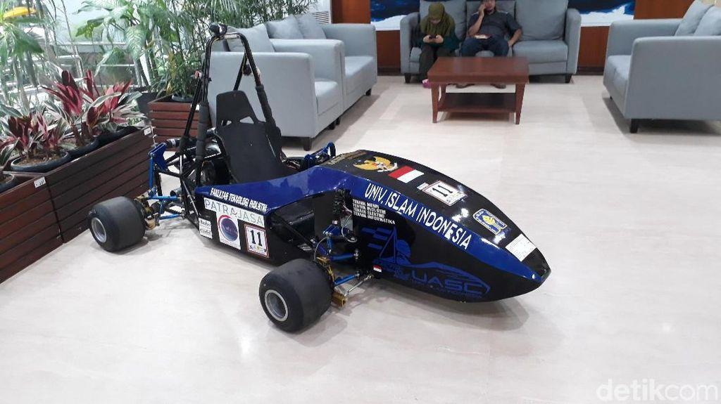 Ada Mobil Listrik Formula 1 di Kantor Luhut, Punya Siapa?