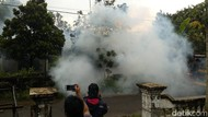 Penangkapan Orang Gila di Mojokerto Diwarnai Lemparan Gas Air Mata