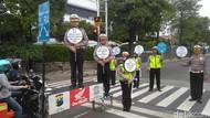 Ini Kampanye Polisi: Ojo Nyetel Lagu Banter-Banter Pas Nyetir