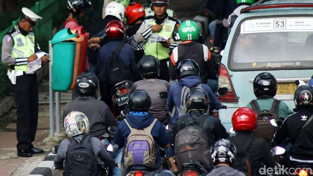 Polda Lampung Bagi-bagi Tips Biar Nggak Ditilang