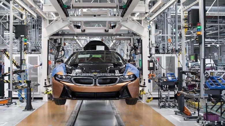 BMW i8 Atap Terbuka Masuk Jalur Produksi