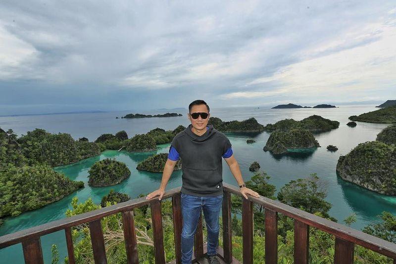 Sekitar akhir bulan Januari 2018 kemarin, AHY memposting dirinya sedang mengunjungi Raja Ampat. Dia berpose di puncak Pulau Pianemo, sebagai ikonnya Raja Ampat, Papua Barat (agusyudhoyono/Instagram)