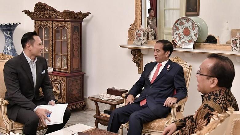 Duet Jokowi-AHY, Siapa Untung?