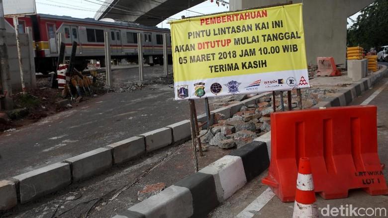 Perlintasan Kereta Api Cipinang Lontar Ditutup Permanen