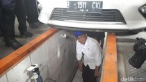 Tinjau Uji Kir di Tangerang, Menhub Masuk Kolong Mobil