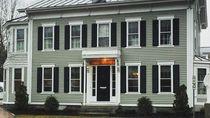 Gerai McD Termewah Ini Tempati Mansion dengan Suguhan Lobster Roll