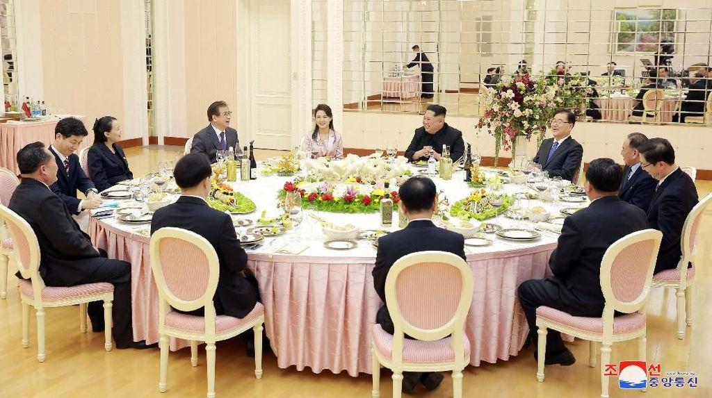 Pertemuan Langka Korsel-Korut dan Teguran Merokok ke Kim Jong Un