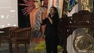 Warga Disabilitas Ikut Simak Paparan Anies soal Trotoar Sudirman