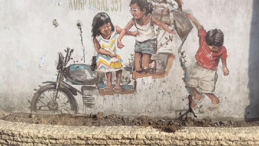 Miniatur Becak Hasil Mural Pelukis Dunia Hilang di Medan