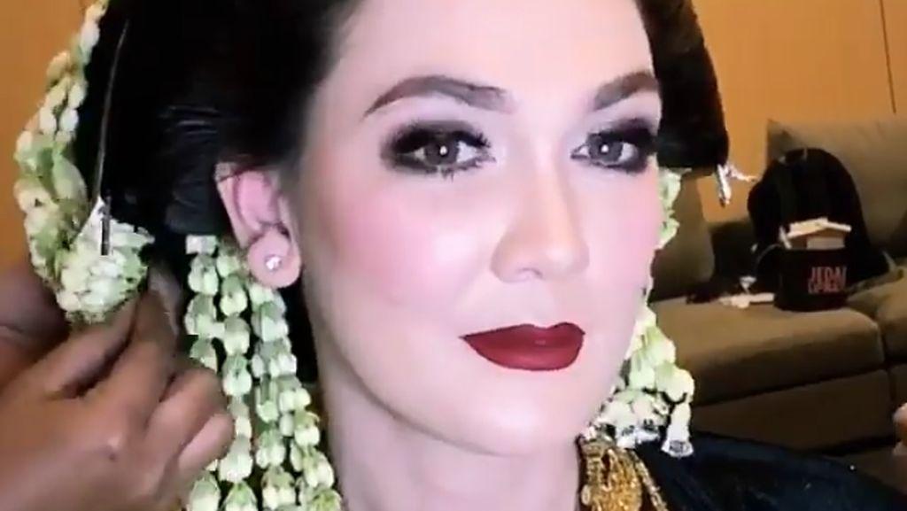 Berbusana Pengantin, Luna Maya Jadi Istri Christian Sugiono
