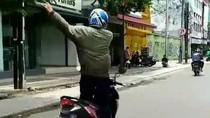 Viral Video Pria Asyik Joget Sambil Berdiri di Motor, Ini Kata Polisi