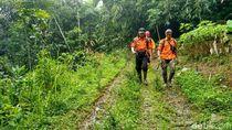 Pencarian Nenek Imoh Hilang di Gunung Sawal, Tim SAR Temukan Sandal