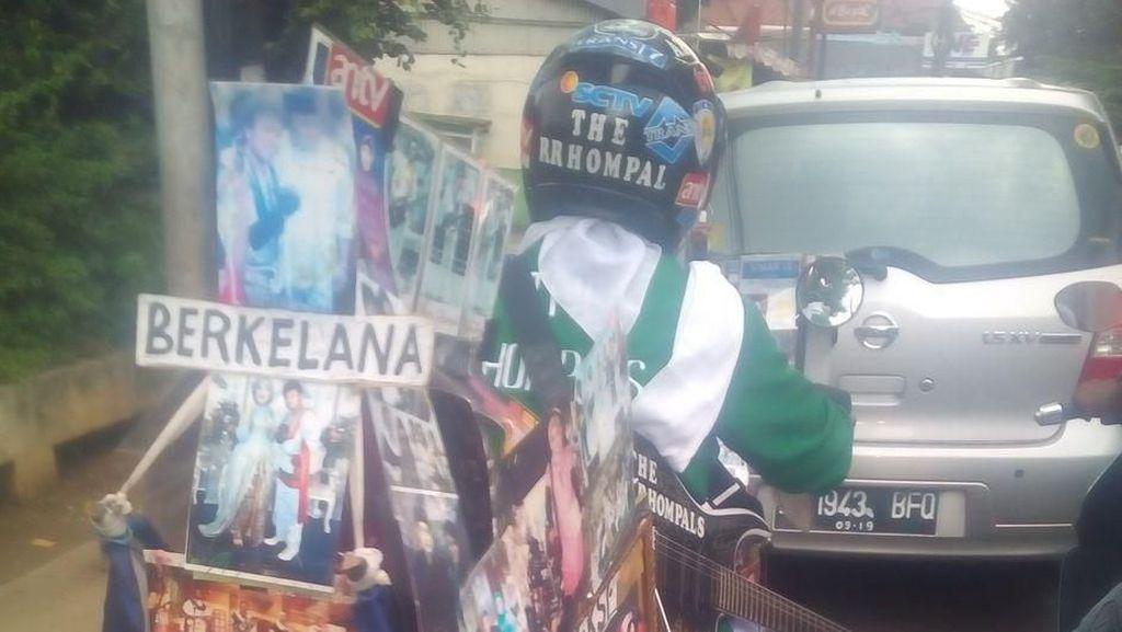 Satria Bergitar Melintas di Jalanan Ibu Kota