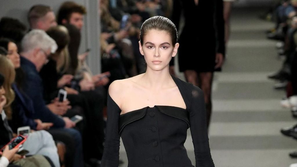 Foto: Model Zaman Now! Anak Cindy Crawford Dominasi Fashion Show Dunia