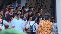 Usai Bagikan PKH, Jokowi Mampir ke Restoran Bandeng di Gresik