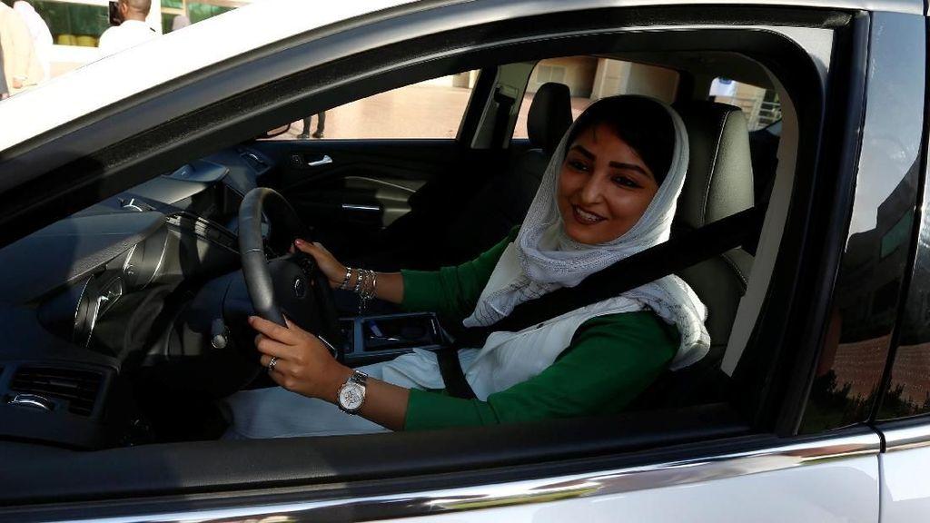 Ribuan Wanita Saudi untuk Pertama Kalinya Berlatih Nyetir