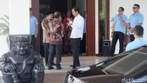 Tiba di Jatim, Jokowi Berbincang dengan Pakde Karwo