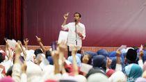 Jokowi Bagikan 2.319 Kartu Sakti untuk Warga Serang