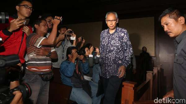 Bimanesh Tanya Penyidik KPK: Status Hukum Setya Novanto Apa?