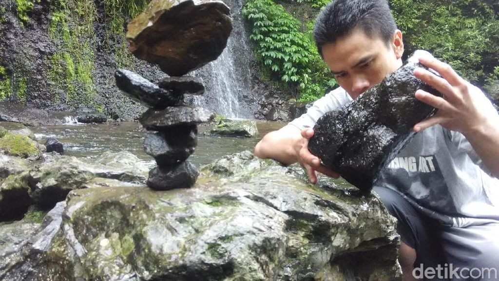 Bukan Hanya di Sukabumi, Bandung Punya Seniman Batu Bersusun
