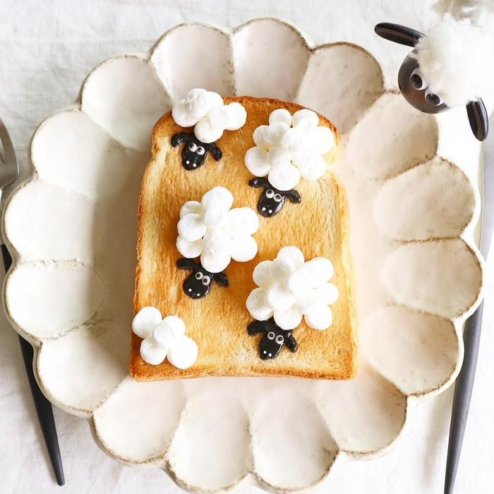 Berawal dari sebuah hobi, Nayoko Kobayashi menyulap roti panggang untuk sarapan dengan berbagai pahatan unik mulai dari buah, sayuran, hingga hewan. Foto: Instagram @Nayoko054