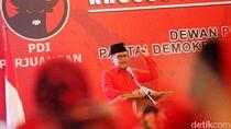Hasto Beri Pengarahan Kader Perempuan PDIP