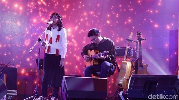 Sendunya Ify Alyssa Meriahkan Panggung dHOT Music Day 2018