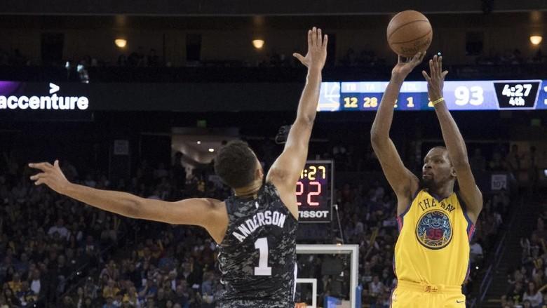 Diwarnai Cedera Curry, Warriors Kalahkan Spurs