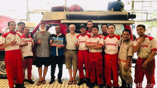 Bule Swiss Keliling Dunia Naik Land Cruiser, Mampir ke Indonesia