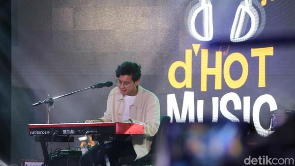 Alunan Musik Jazz Ardhito Pramono di Panggung dHOT Music Day 2018