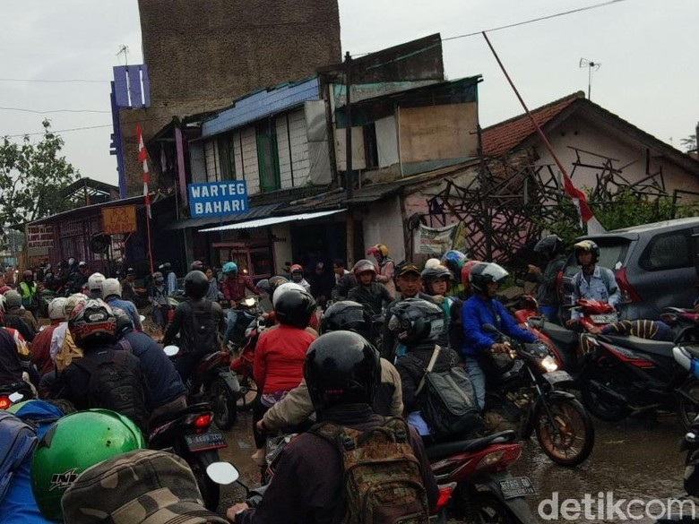 Banjir, Sejumlah Jalan di Kabupaten Bandung Lumpuh
