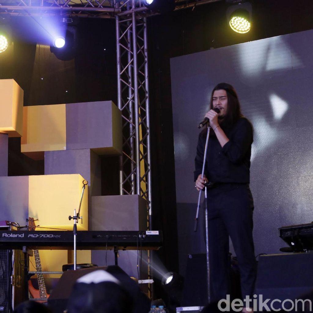 Bikin Lagu Tentang Rindu, Virzha Jadi Sering Minta Maaf pada Ayah