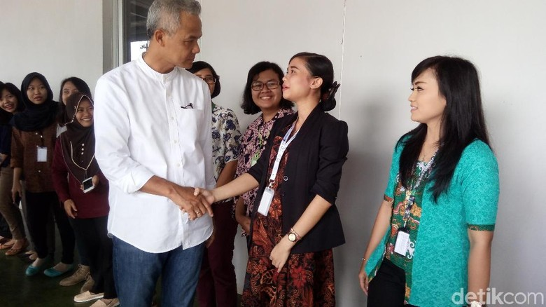 Kunjungi Pabrik Jamu, Ganjar Pranowo Sempat Diminta Doakan Ibu Hamil