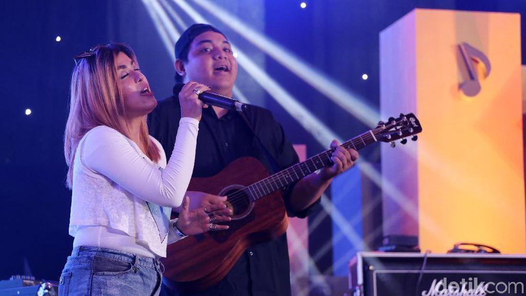 Jelang Sore, Novita Dewi Hangatkan Suasana dHOT Music Day 2018