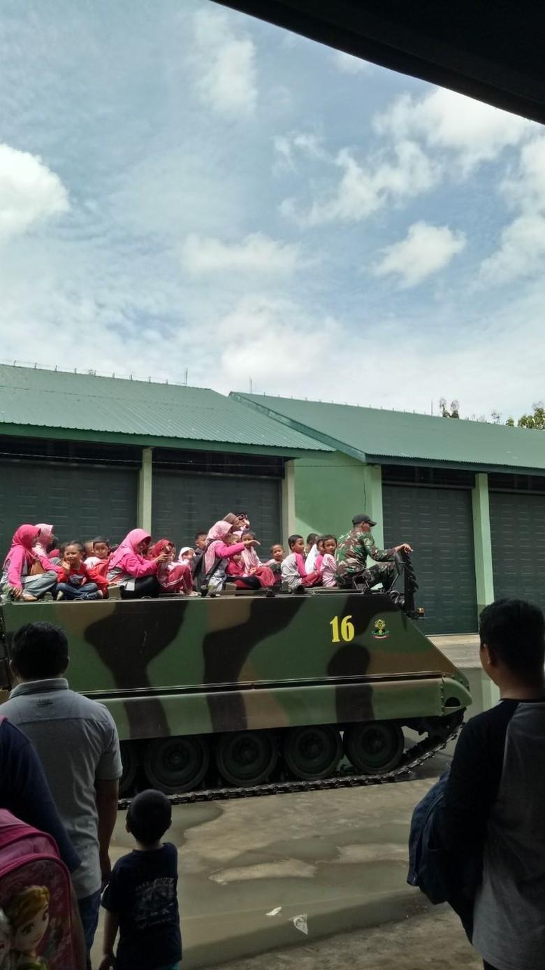 Yonif Mekanis 412 Sering Outbound Pakai Tank Bersama Anak TK