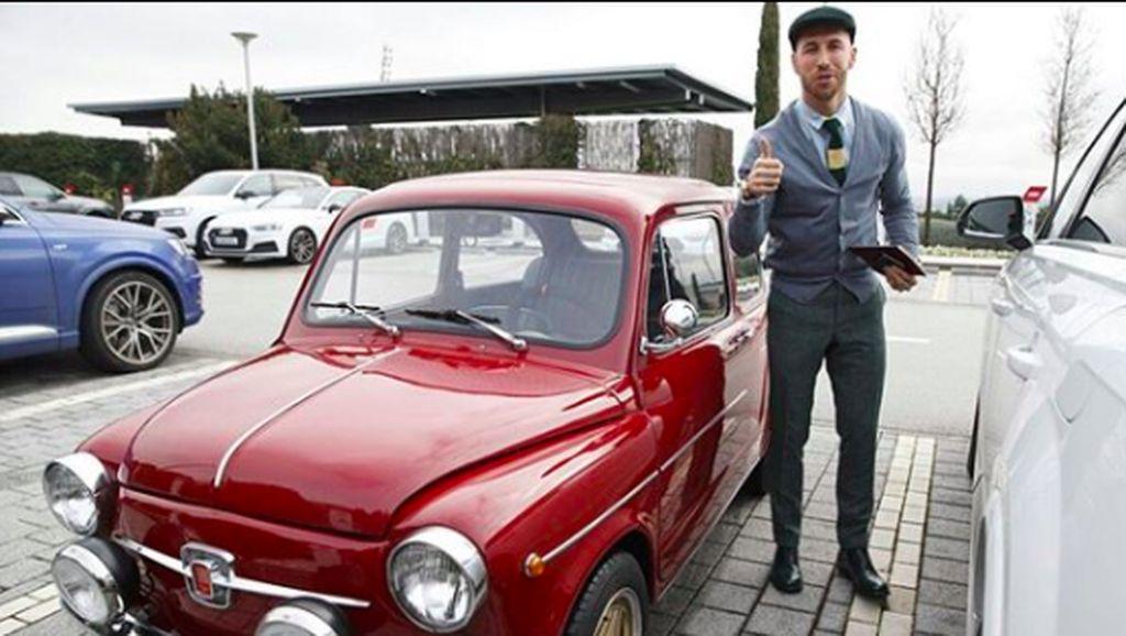Girangnya Sergio Ramos Dapat Kado Mobil Klasik