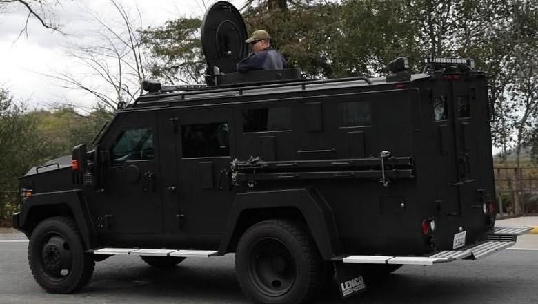 Pria Bersenjata Lepas Tembakan dan Sandera 3 Orang di California
