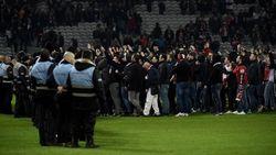 Ricuh di Partai Ligue 1, 100-200 Fans Menyerbu Masuk ke Lapangan