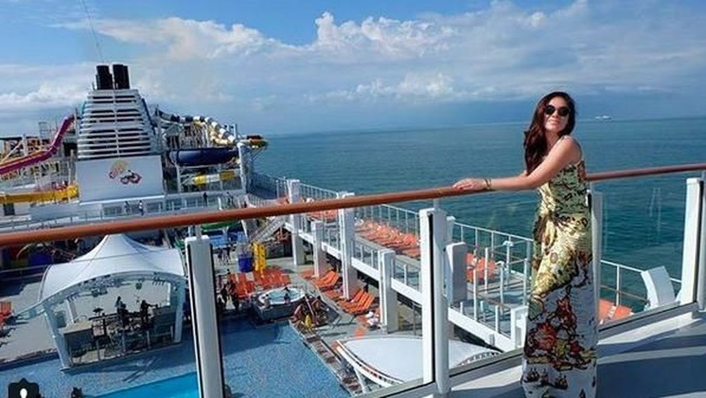 Foto: Wulan Guritno, Hot Mom yang Suka Traveling