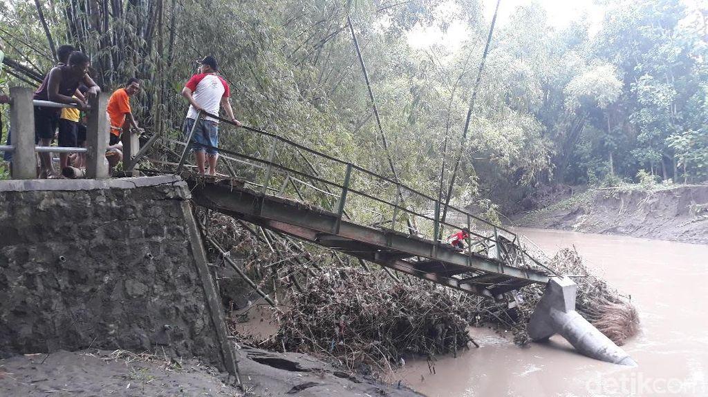Luapan 2 Waduk di Madiun juga Robohkan Jembatan di Ngawi