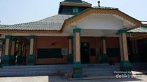 Melihat Masjid Raya Sulaimaniyah Pantai Cermin di Sumatera Utara